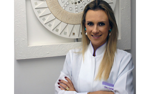 Dra. Larissa Moreira